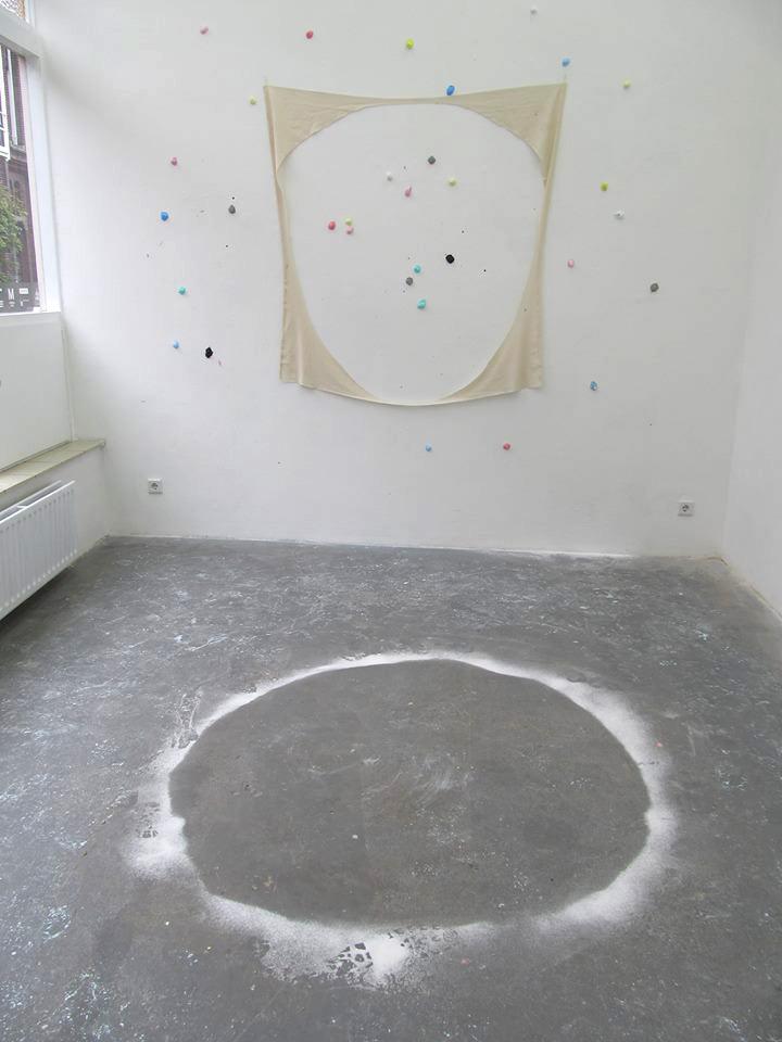 fabric-flour-balls,ø175cm, Kunstpodium T Tilburg, November 2013
