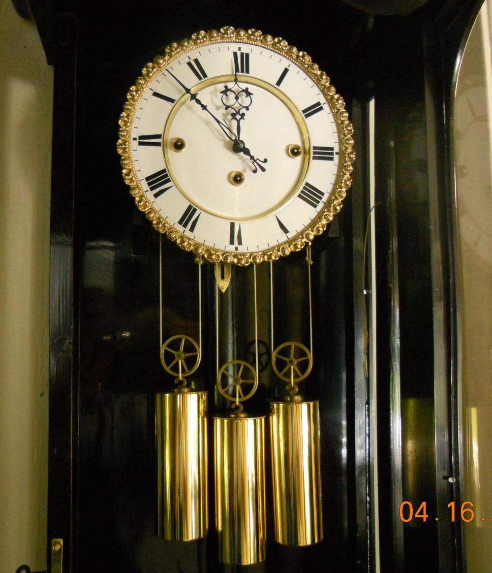 Clock02s.JPG