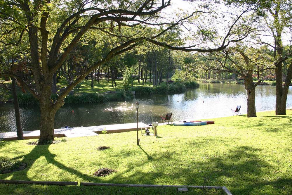 Life on the lake in Texas Hill Country is where it's at.   Relax here.     RESERVATIONS
