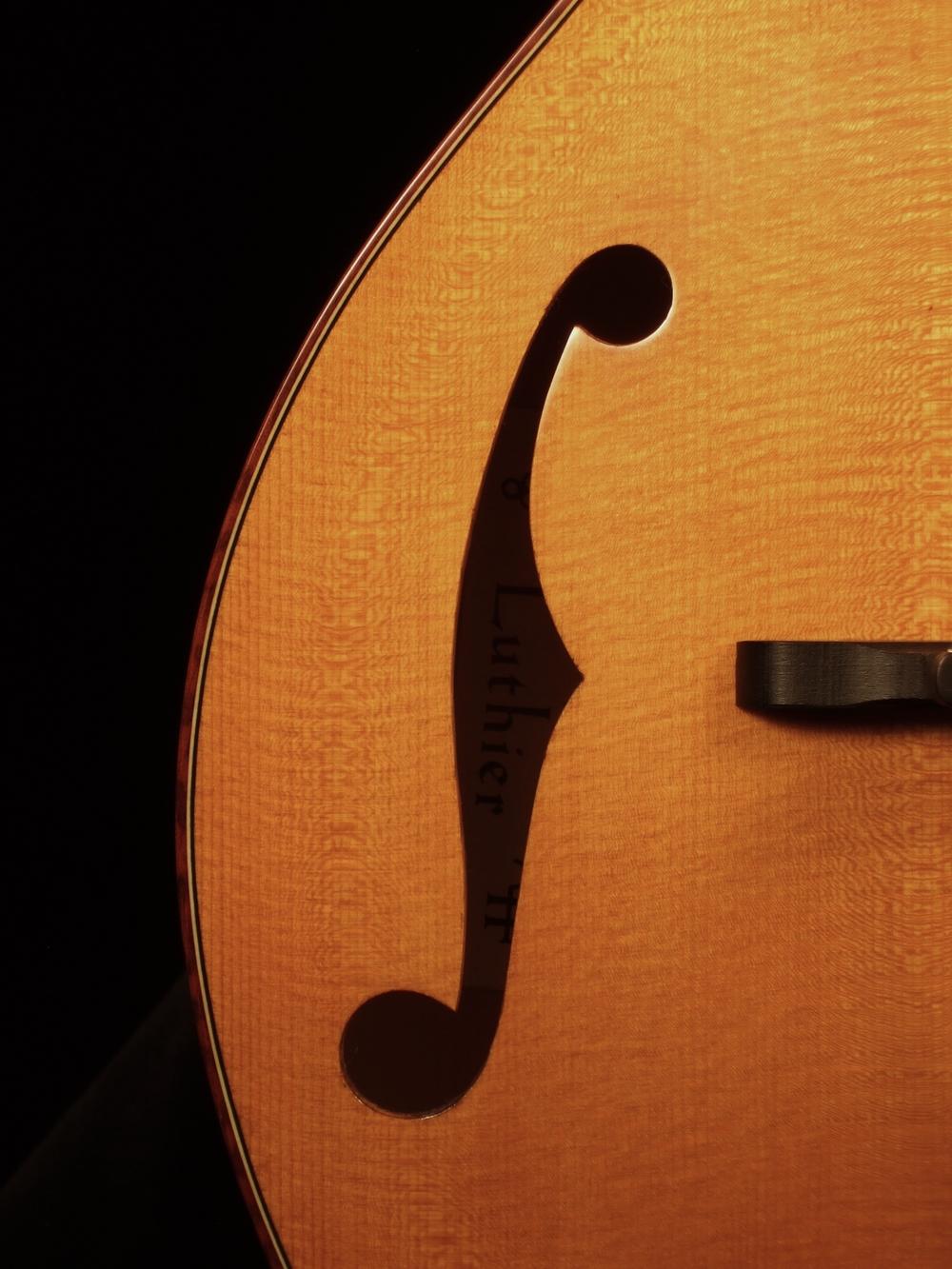 """a""style mandola"
