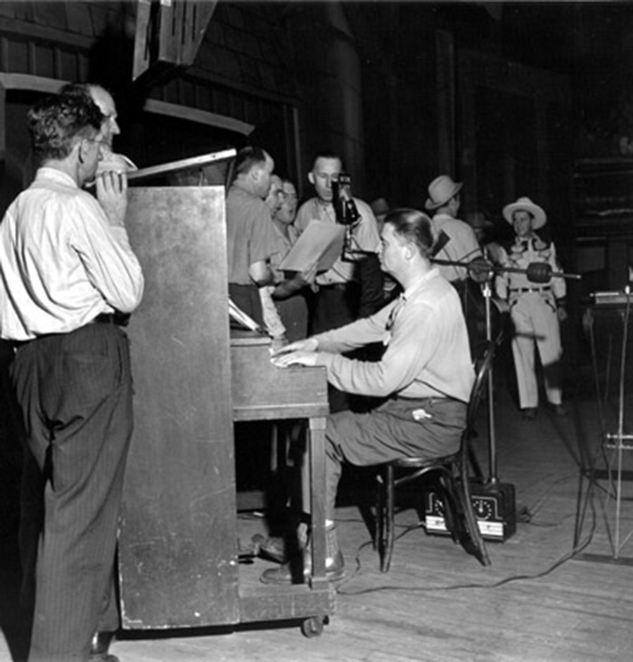Piano Player with Pee Wee King in back, Opry Series 1946