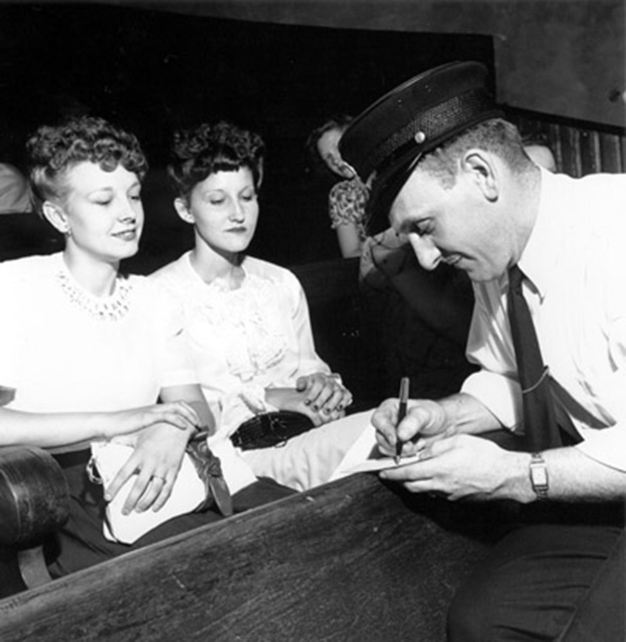 Signing Autographs, Opry Series 1946