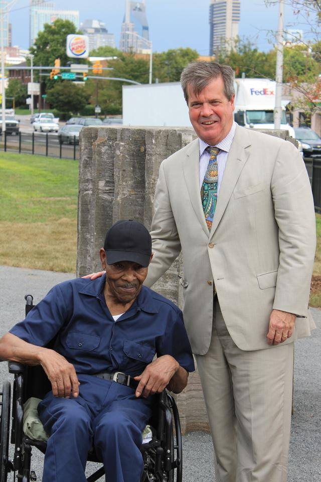 Mayor Karl Dean and Thornton Dial in August 2014 for the installation of his public sculpture for William Edmondson Park, commissioned by Metro Arts (Photo: The Arts Company)