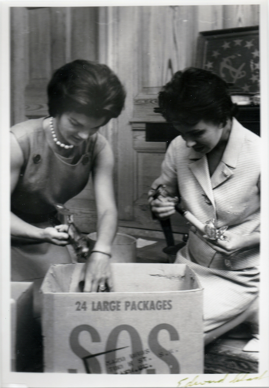 Jackie Kennedy Redecorates the White House 8