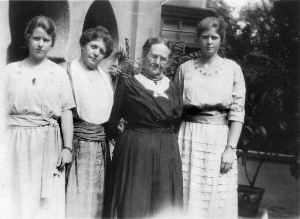 Betty, Caroline Sargent Walter, Gran Sargent, Henny