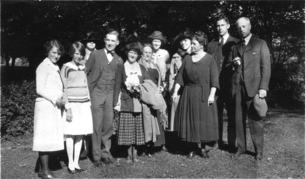 L-R: Henrietta, Helen, unknown, Paul, Betty, Gran Sargent, Mary Sargent, unknown, Caroline Walter, Howard Sargent, William Walter
