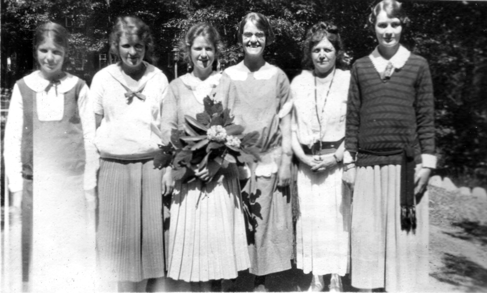 Helen Walter, Henrietta Walter, Betty, Rebecca Biddle, Caroline Walter (mother), Eleanor Booth. Another bridesmaid, Faith Borton Weston, is not present