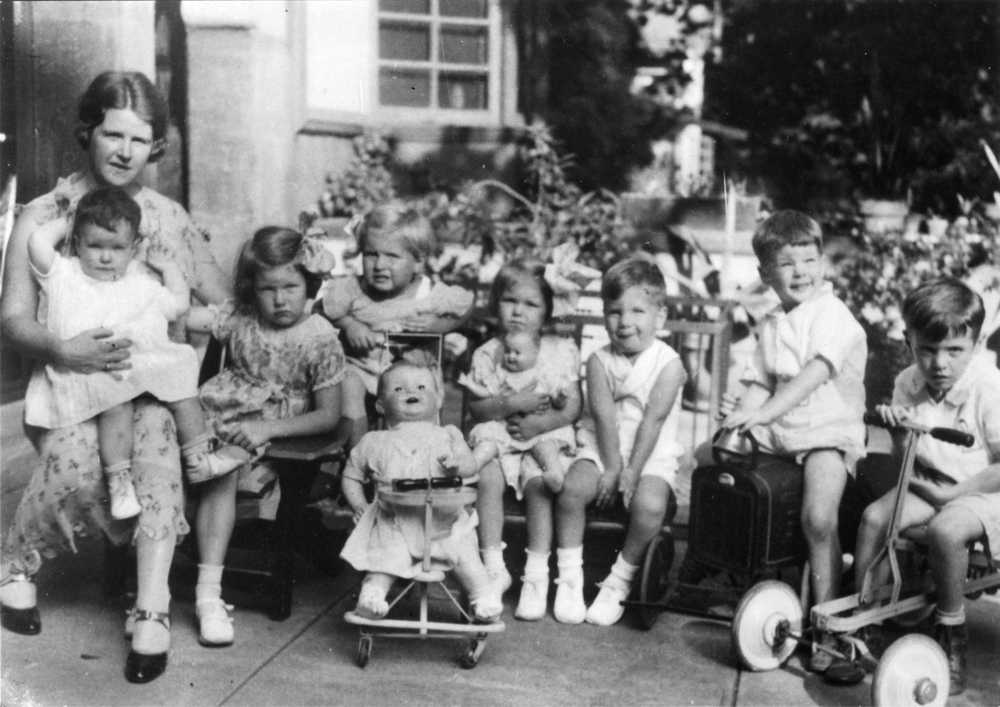 Betty and her children with Walter cousins