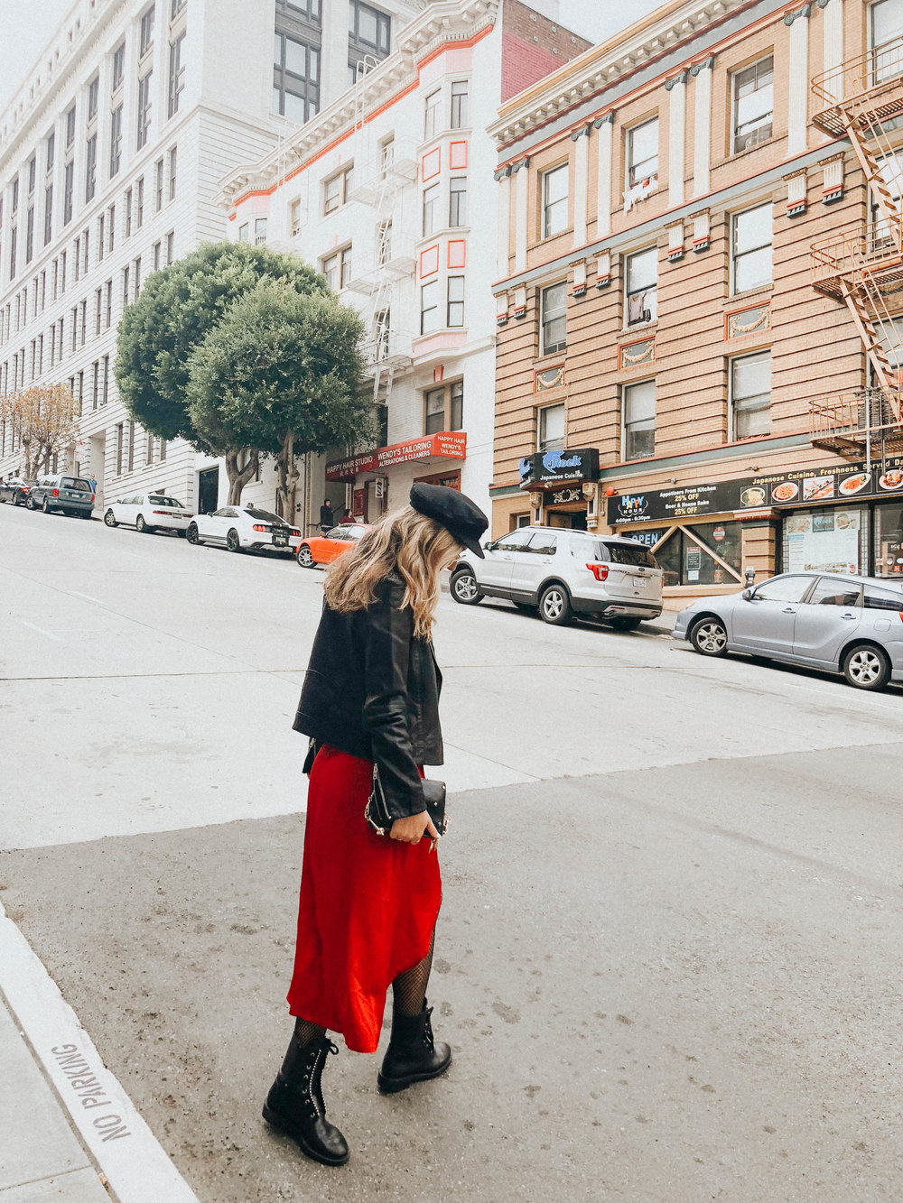 the style sauce // street style // red dress // womens fashion // fashion blog