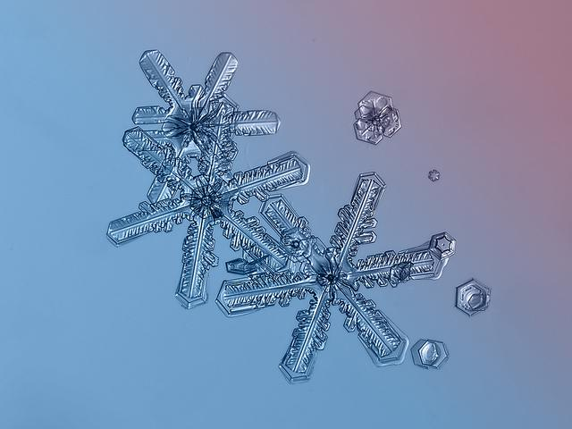 Masaru Emoto's photographs attempt to reveal how emotional energy affects water crystals, while I find that Kljatov's work focuses on the infinite capacity for unique beauty in our universe, if we practice mindful observation. Image source: www.chaoticmind75.blogspot.ru.