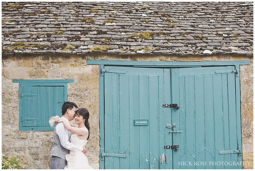 Pre wedding photography in front of a Cotswolds barn in Stanton