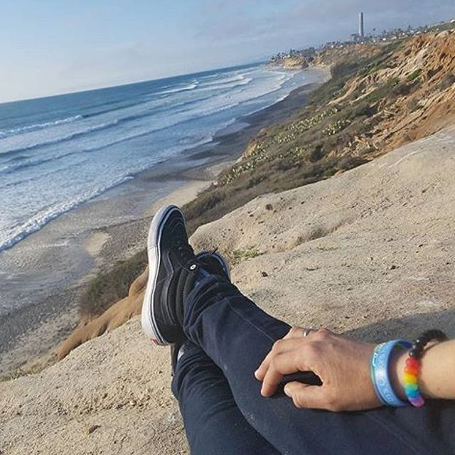 California dreaming on such a winter's day🌞😴❄️ 📷 @kendra.sebelius  #lifebracelet #california #winter #february #carlsbad  #beachlife #dreaming #westcoast #equality #vans #waves #sunshine