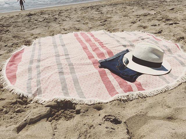 All-round wonderful!  THE TWIG....beach blanket...towel ☀️ #roundbeachtowel #beachtowel #foldingroom #roundbeachblanket #turkishtowels