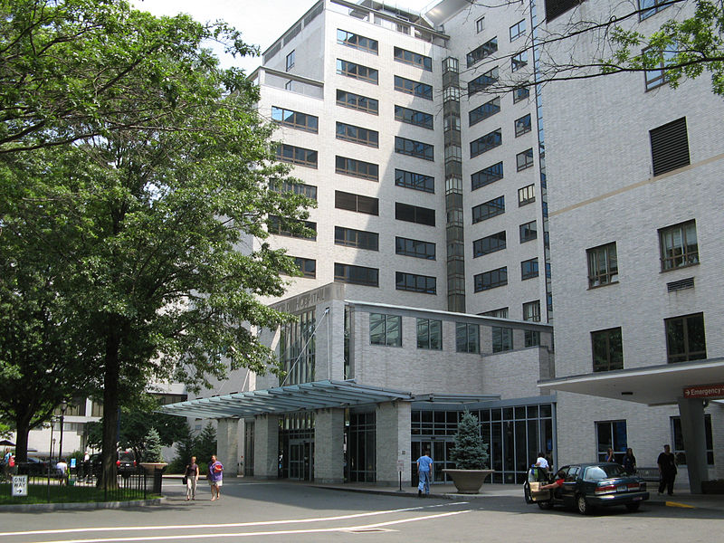 800px-Hartford_Hospital_main_entrance.JPG
