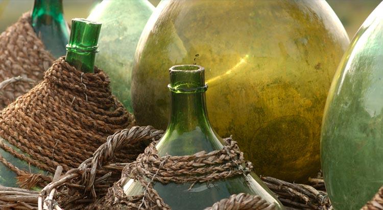 empty_wine_bottles_italy