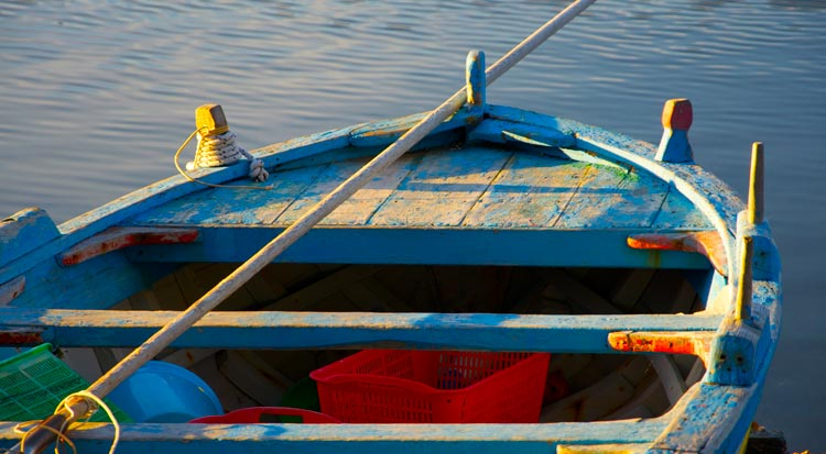 boat_on_river_sicily
