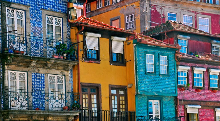 portugal_colourful_street