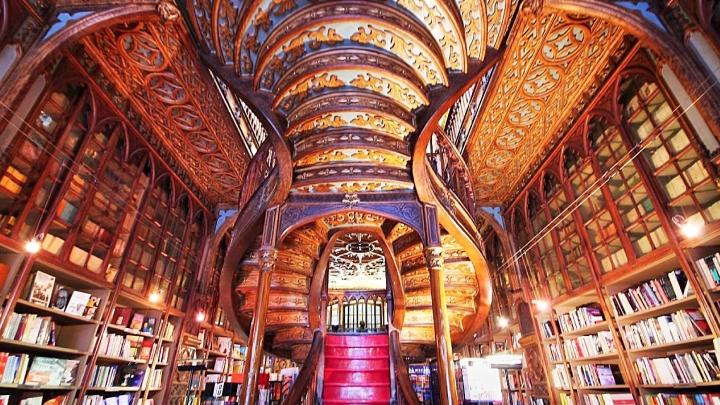 Bertrand bookshop Lisbon.jpg