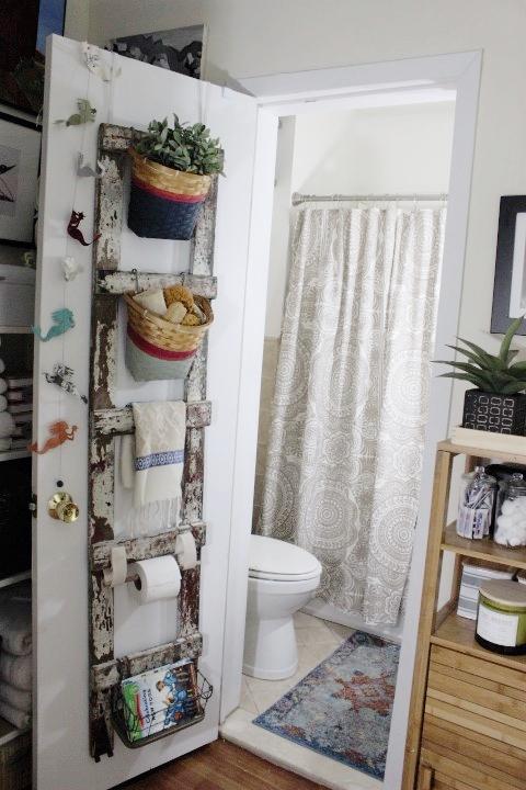 Toilet paper holder Toilet paper door