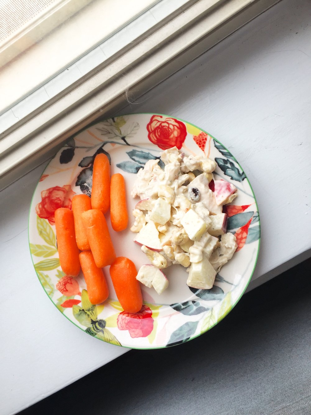 Chicken salad with apples, cashews, and raisins with carrots