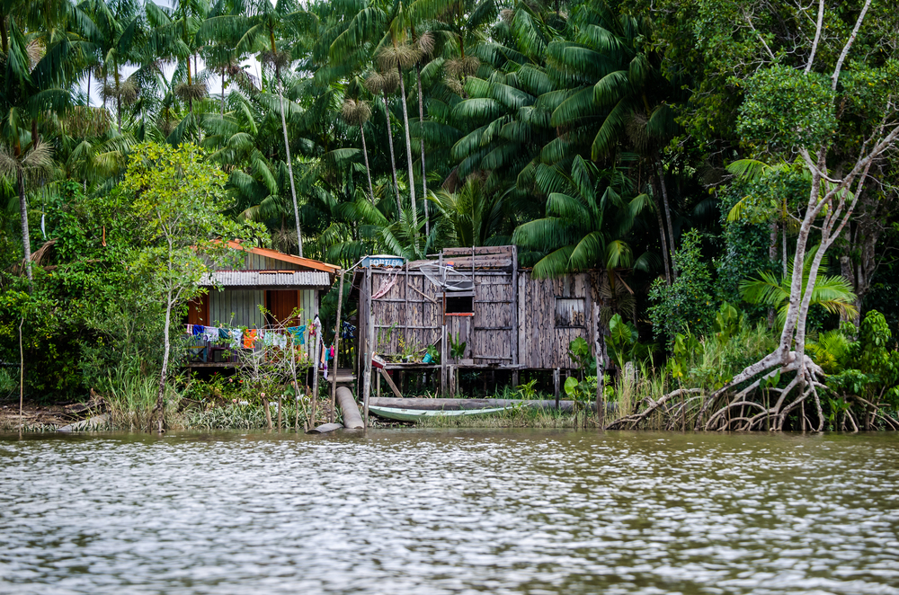 Typical river homes. Stilts, clotheslines, and canoes.