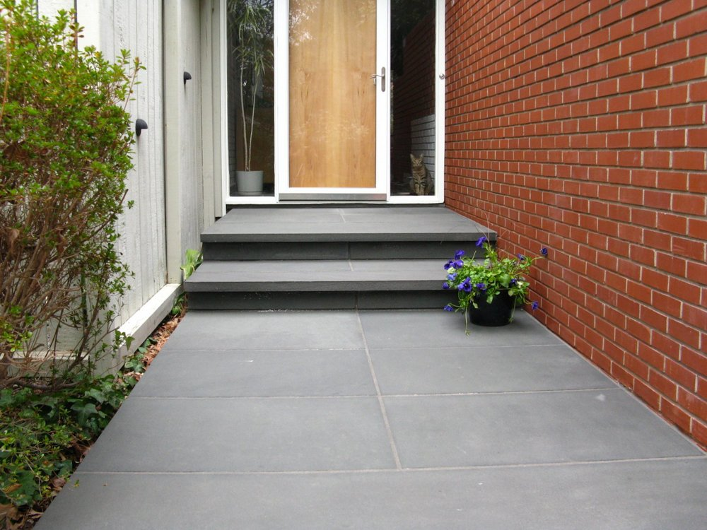 Cat Approved: bluestone walk contrasts with red brick exterior