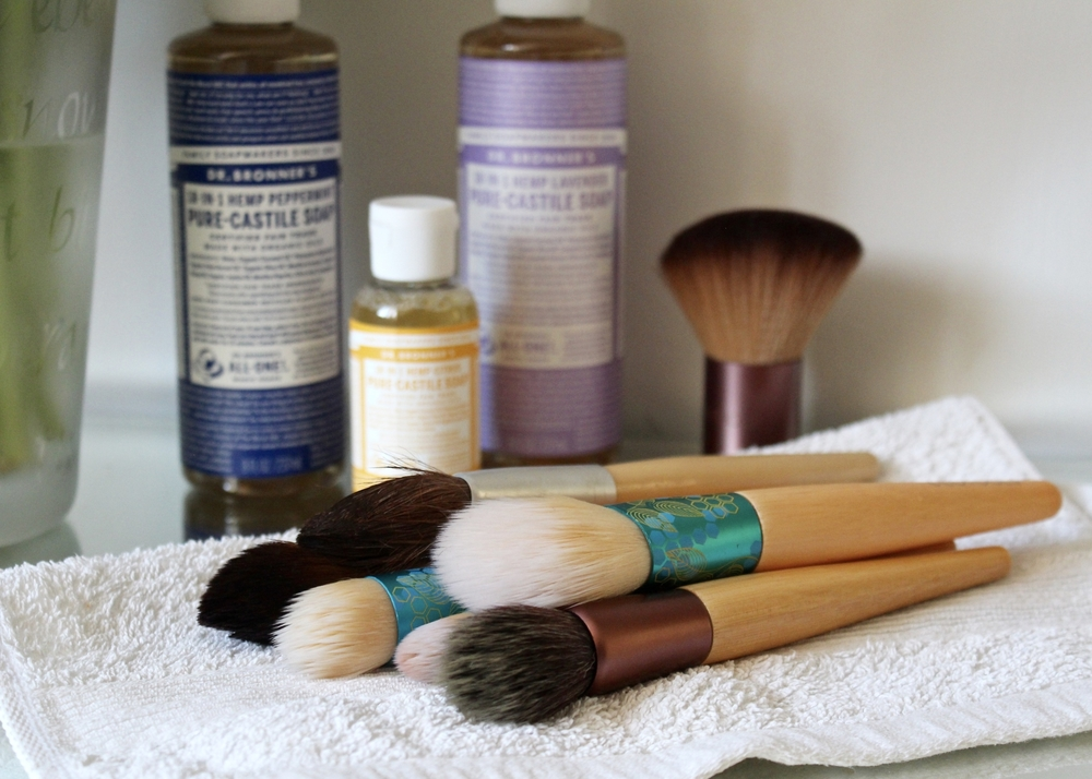 HOW TO: CLEAN BEAUTY TOOLS