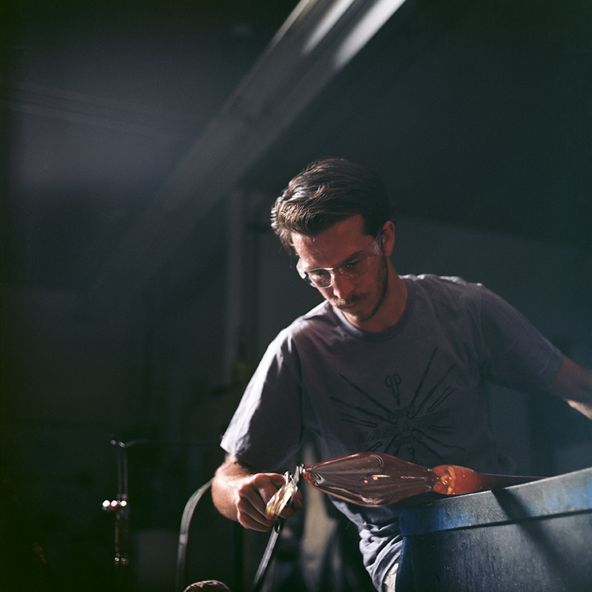 Biagio Scarpello working in the hot shop at San Jose State University.  Photo © Aimee Santos