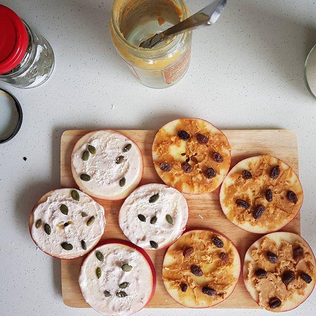 🍎🍕'Apple Pizzas' for morning tea 🍎🍕 . . #kidsfood #healthykids #snacks #morningtea #lunchboxideas