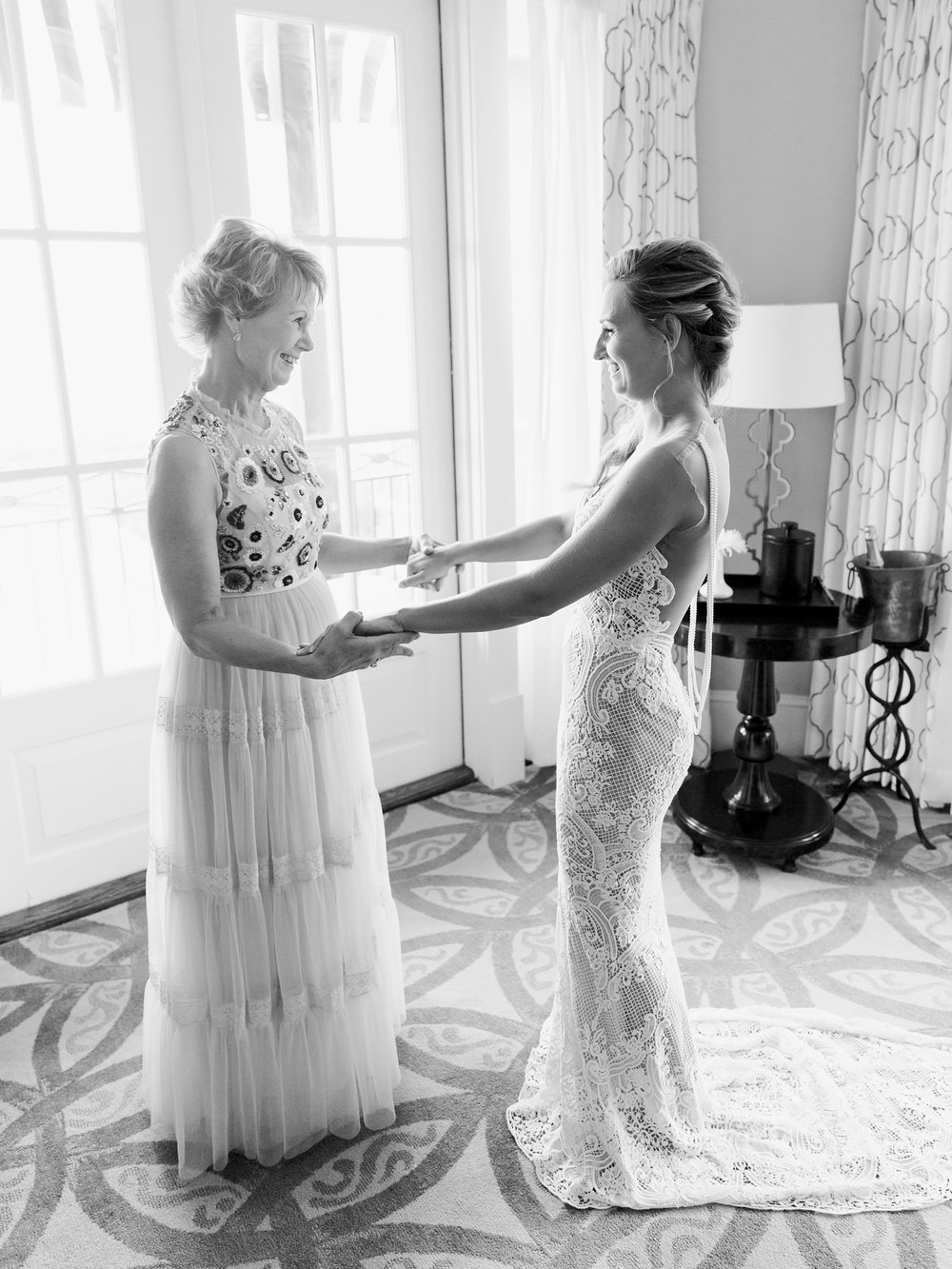 Jessie Barksdale Photography_mother daughter first look berta bride