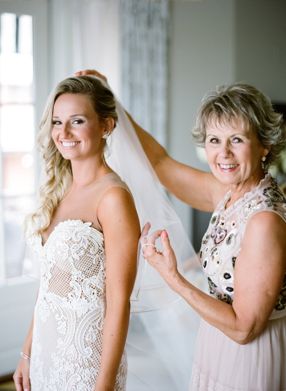 Jessie Barksdale Photography_mother daughter getting ready portrait berta gown veil