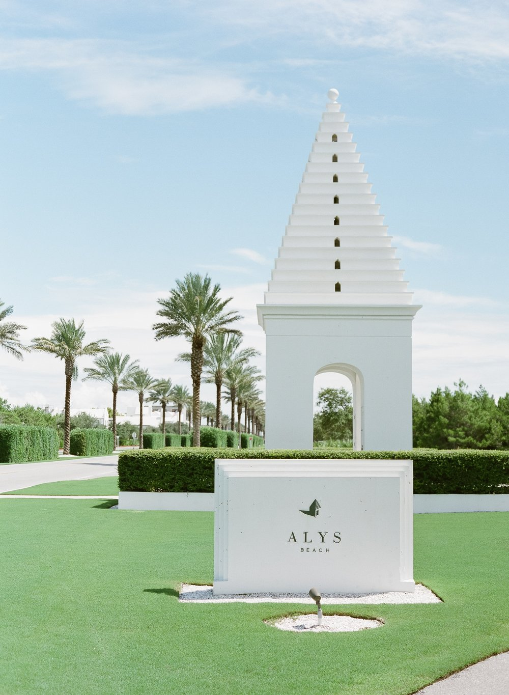 Jessie Barksdale Photography_alys beach entrance palm tree pillars