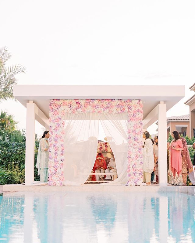 The moment where they open the curtain for Mansour to have a glimpse of Benazir from the other side. #pakistaniwedding #pakistanibride #uaebride #destinationwedding #dubaiweddings