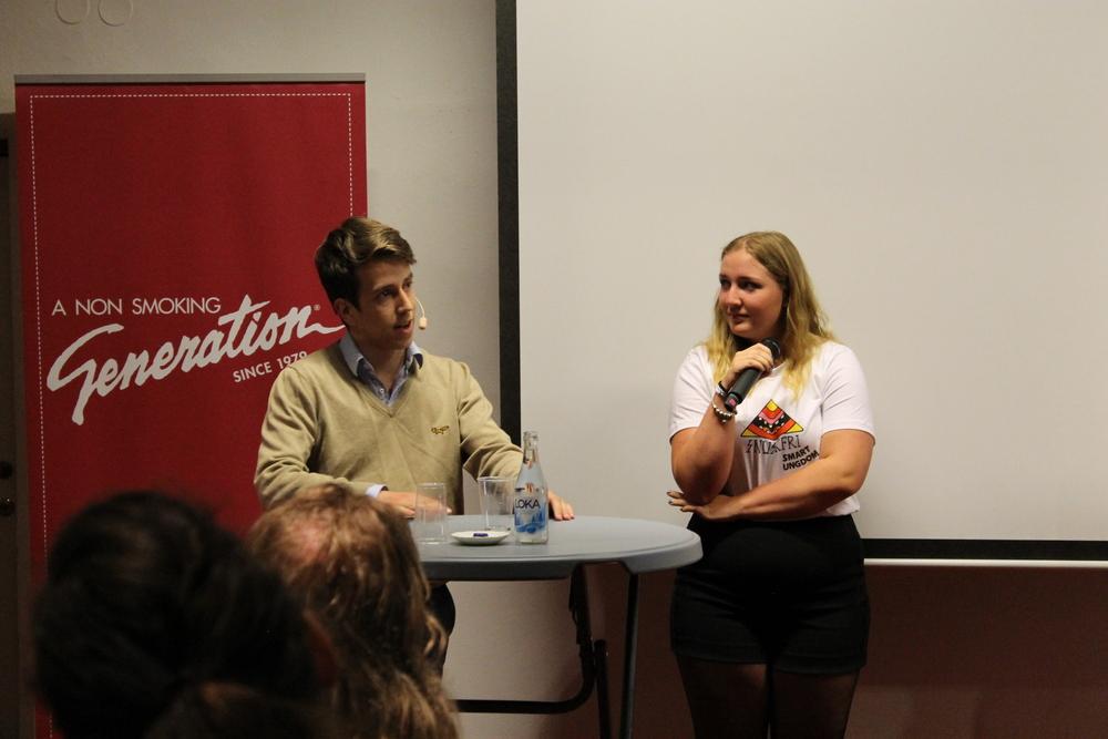 Niklas från #ungapålandsbygden deltar i att spontant ersätta den ordinarie panelen, bestående enbart av vuxna, med unga under ett seminarium om ungas engagemang. Äkta engagemang från unga själva!