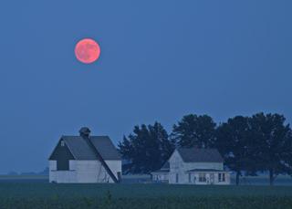 My barn having burned down,I can now see the moon.-Mizuta Masahide