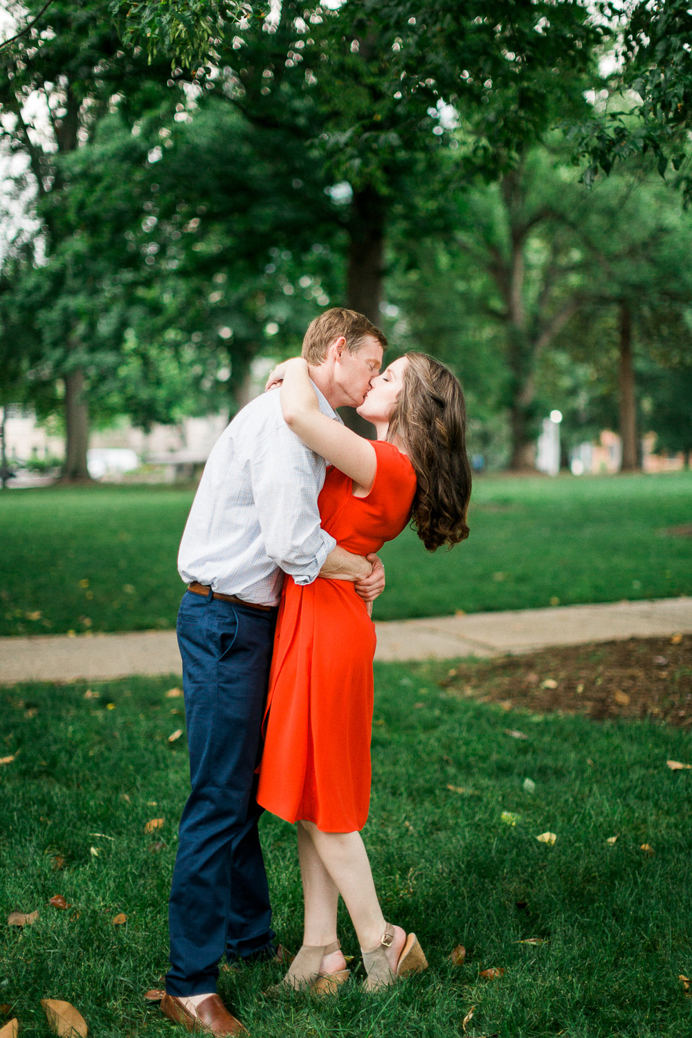 couple kisses in the raleigh capitol park
