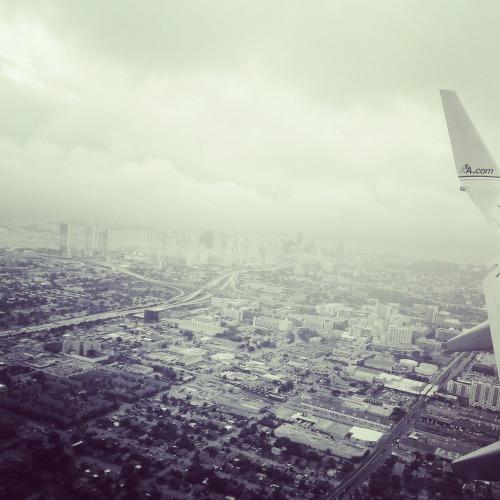 10:51 am, Layover. Bienvenido Miami.