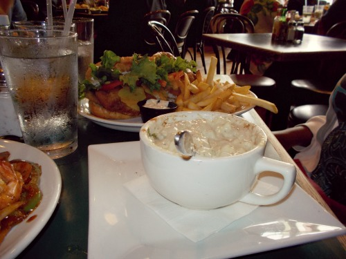 2:36 pm, Food is hard to capture properly in photos! But here's my mom's choice: Fish Po Boy and New England Clam Chowder. I didn't taste the sandwich but the soup was amazing!