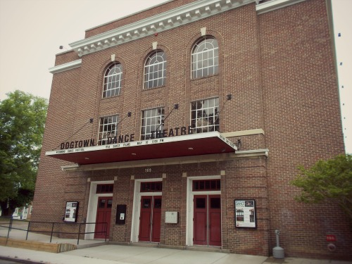 """5:22 pm, I love #buildingwatching so I had to get out to take a picture of this beautiful architecture. I found out later that the Dogtown Dance Theatre was pretty recently renovated, and now serves as a haven for independent artists, dedicated to """"enlivening"""" their community."""