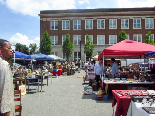 1:56 pm, After a pretty delicious jazz and mimosa brunch at Twist - Georgetown, we all decided to take (what we thought was) a short walk down to Georgetown Flea Market.  It was a nice day, and the vendors had plenty of wares to sell us in the sun.