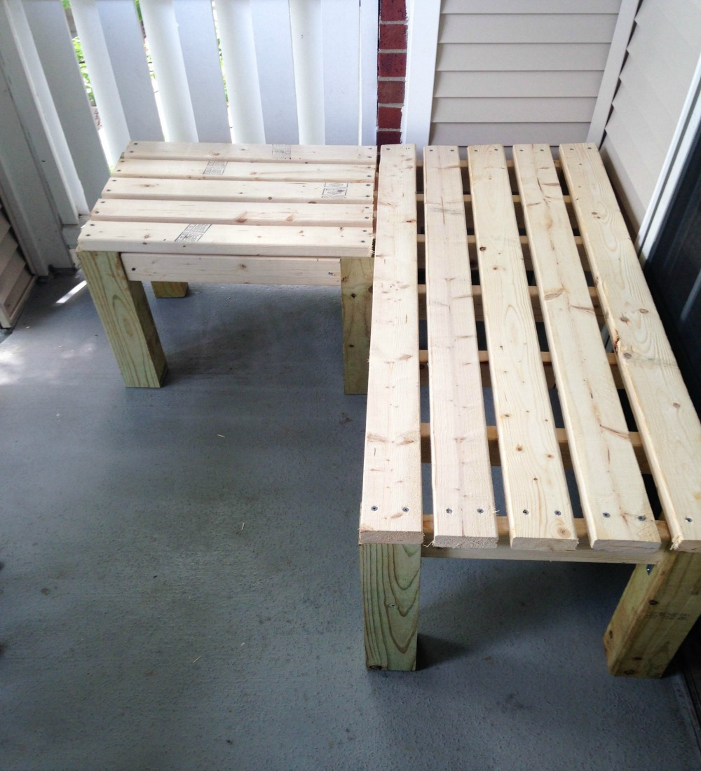 *VHS fast-forwarding sound* And here we are! Bench built!
