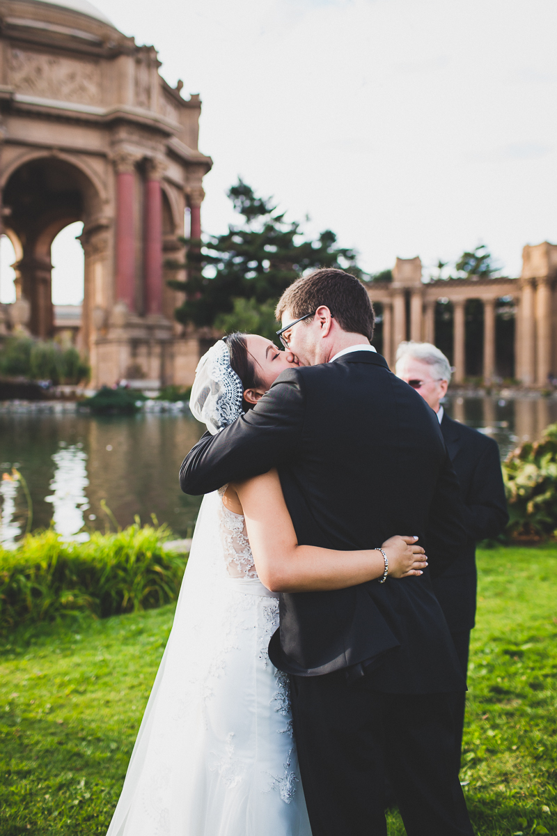 San-Francisco-Palace-of-fine-art-documentary-wedding-photographer-destination-wedding-35.jpg
