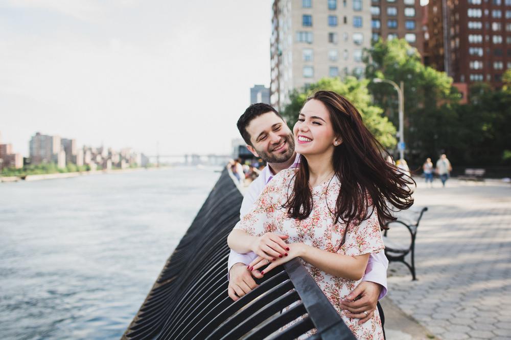 New-York-Manhattan-The-Carl-Schurz-Park-Engagement-Photos-NYC-Wedding-Photography-1.jpg