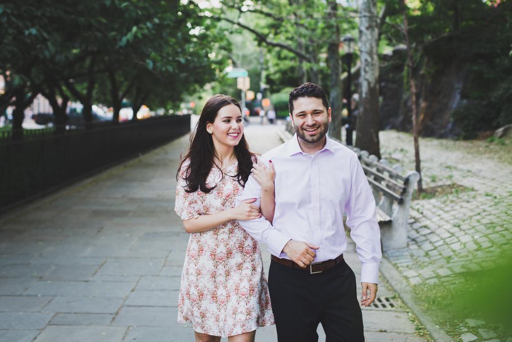 New-York-Manhattan-The-Carl-Schurz-Park-Engagement-Photos-NYC-Wedding-Photography-7.jpg