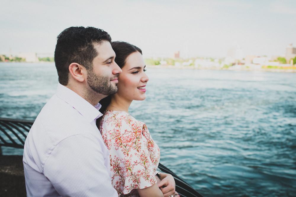 New-York-Manhattan-The-Carl-Schurz-Park-Engagement-Photos-NYC-Wedding-Photography-16.jpg