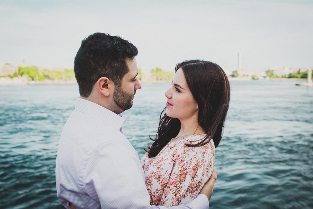 New-York-Manhattan-The-Carl-Schurz-Park-Engagement-Photos-NYC-Wedding-Photography-17.jpg