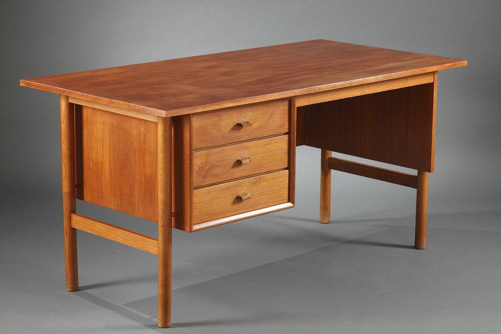 un bureau en teck scandinave meubles. Black Bedroom Furniture Sets. Home Design Ideas