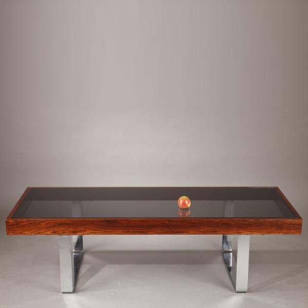 table basse en palissandre et plateau en verre fumé — meubles