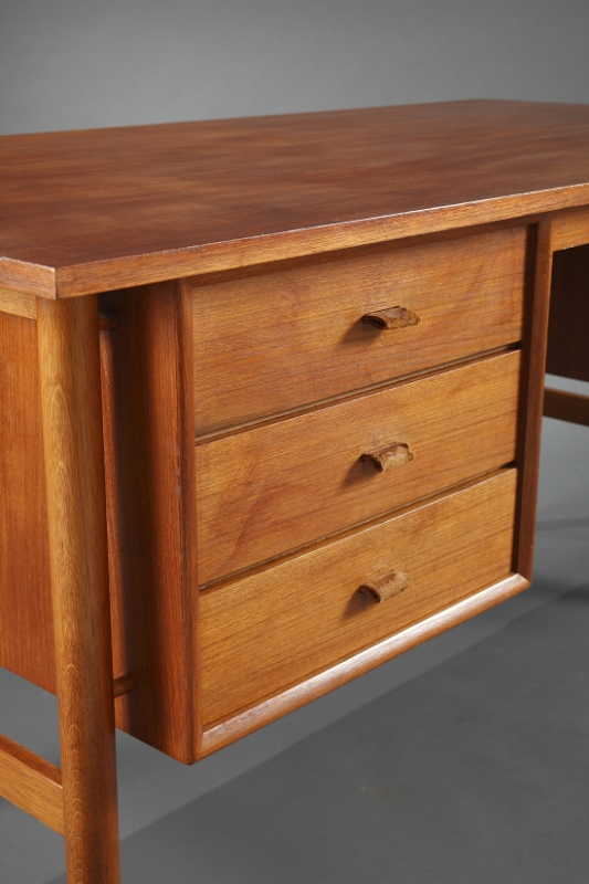 Un bureau en teck scandinave meubles for Acheter un bureau design