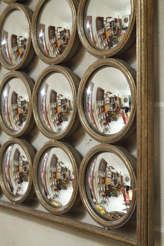 panneau avec 36 miroirs convexes xxe si cle meubles. Black Bedroom Furniture Sets. Home Design Ideas